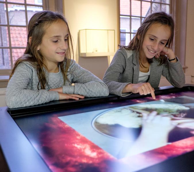 Meisje Op Touchscreen