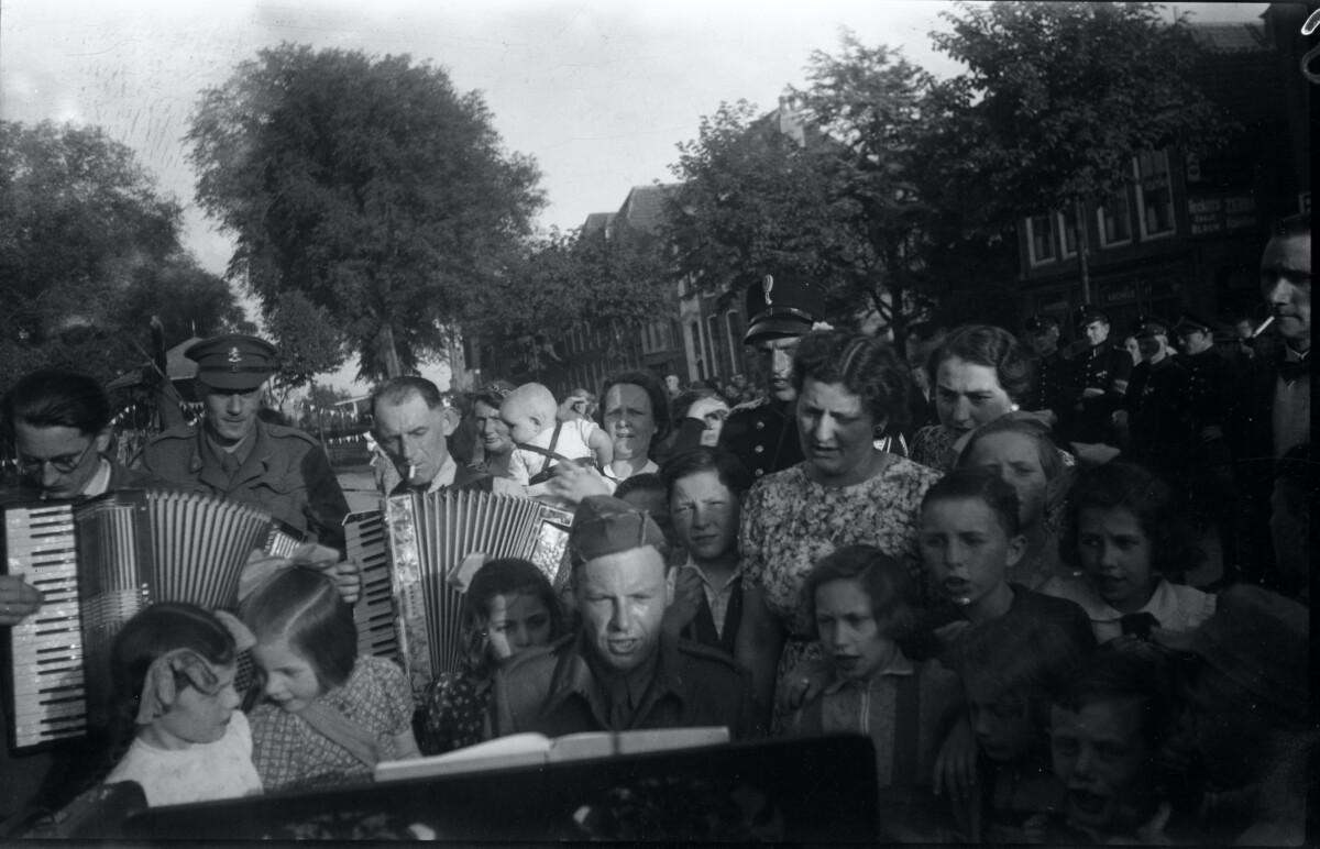 Feest T.g.v. De Bevrijding Van Schouwen-Duiveland 08 Mei 1945